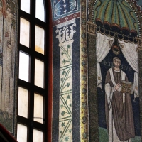 Sant'apollinare in classe, mosaici del catino, colonne negli sguanci, 550 ca. 02 - Sailko - Ravenna (RA)