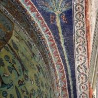 Sant'apollinare in classe, mosaici dell'arcone, palma, VII secolo 03 - Sailko - Ravenna (RA)