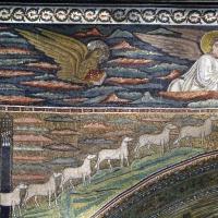 Sant'apollinare in classe, mosaici dell'arcone, cristo benedicente tra i simboli degli evangelisti (IX sec.) e 12 agnelli che escono da gerusalemme e betlemme (VII sec.) 02 - Sailko - Ravenna (RA)