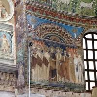 Sant'apollinare in classe, mosaici del catino, costantino IV e i fratelli consegnano a eraclio I privilegi per ravenna, 650-700 ca. (molto restaurato) 01 - Sailko - Ravenna (RA)