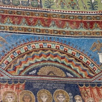 Sant'apollinare in classe, mosaici del catino, costantino IV e i fratelli consegnano a eraclio I privilegi per ravenna, 650-700 ca. (molto restaurato) 02 - Sailko - Ravenna (RA)