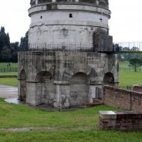Mausoleo di teodorico, esterno 03 - Sailko - Ravenna (RA)