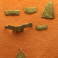 Frammenti della c.d. corazza di teodorico, d'arte ostrogota del V-VI secolo, e altri monili - Sailko - Ravenna (RA)