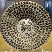 Manises, piatto in maiolica lustrata con agnus dei, 1450-1500 ca. 01 - Sailko - Ravenna (RA)