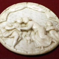 Dieppe (attr.), coperchio di scatoletta in avorio con scena galante, xvii secolo - Sailko - Ravenna (RA)