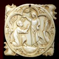 Parigi, valva di scatola di specchio con incoronazione dell'innamorato, 1300-30 ca - Sailko - Ravenna (RA)