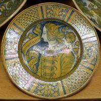 Deruta, piatto con bella donna, 1500-30 ca. 'solo la morte estingue il vero amore' - Sailko - Ravenna (RA)