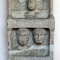 Stele funeraria a tabernacolo, 1-50 dc ca, da una necropoli di classe - Sailko - Ravenna (RA)