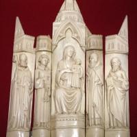Bottega di baldassarre degli embriachi, cinque placchette con madonna e santi da un altarolo, 1390-1410 ca., osso - Sailko - Ravenna (RA)