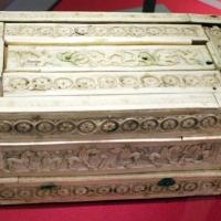 Costantinopoli o italia del nord, cofanetto con giocolieri e animali, fantastici e non, 1100-1125 ca - Sailko - Ravenna (RA)