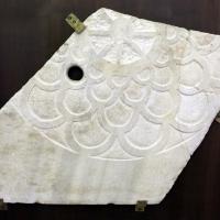 Frammento di pluteo con ruota centrale e squame concentriche, dal palazzo di teodorico, V secolo - Sailko - Ravenna (RA)
