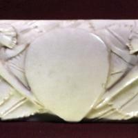 Maniera di baldassarre degli embriachi, lastra di coperchio di cafnaetto con vittorie in volo, 1400-25 ca. 01 - Sailko - Ravenna (RA)