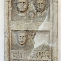 Stele funeraria a pseudoedicola, 1-50 dc ca, da s. pietro in vincoli - Sailko - Ravenna (RA)