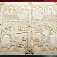 Parigi, coperchio di cofanetto con scena di torneo, avorio, 1300-30 ca - Sailko - Ravenna (RA)