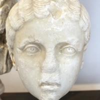 Testa di fanciulla con pettinatura a melone, 210 ca., da s. andrea a ravenna - Sailko - Ravenna (RA)