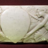 Maniera di baldassarre degli embriachi, lastra di coperchio di cafnaetto con vittorie in volo, 1400-25 ca. 02 - Sailko - Ravenna (RA)