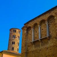Chiesa di San Salvatore ad Chalchis cosiddetto Palazzo di Teodorico e Sant'Apollinare Nuovo di profilo - Opi1010 - Ravenna (RA)