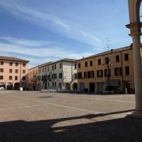 Piazza Matteotti con il palazzo Comunale - Albertobru - Brescello (RE)