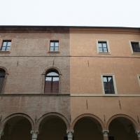 Colonnato e finestre del palazzo dei principi - Andrea Incerti - Correggio (RE)