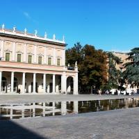 Teatro Municipale Romolo Valli e Fontana di Piazza Martiri (2) - Giulia Bonacini Ph - Reggio nell'Emilia (RE)