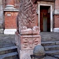 Un leone rosso di Piazza San Prospero - Caba2011 - Reggio nell'Emilia (RE)
