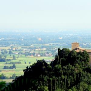 Castello di Bianello - Panorama foto di: |Giacopini Vito| - Archivio fotografico del castello