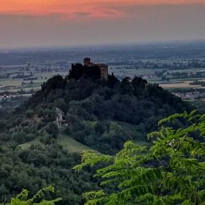 Castello di Bianello - Tramonto foto di: |Giorgia Cattani| - Archivio fotografico del castello