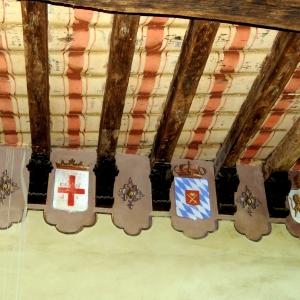 Castello di Bianello - Stemmi nella stanza di Matilde di Canossa foto di: |Giacopini Vito| - Archivio fotografico del castello