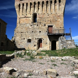 Castello di Sarzano - Castello di Sarzano- Mastio foto di: Giuseppe Lombardi - Archivio personale dell'autore