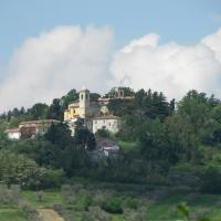 Monte Colombo e al centro la Chiesa di S. Giovanni Battista - Anna pazzaglia - Montescudo - Monte Colombo (RN)