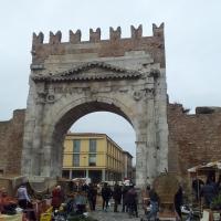 Arco di Augusto durante i preparativi Via Crucis - Opi1010 - Rimini (RN)