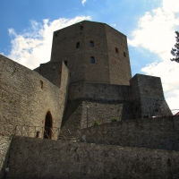 Visione della Rocca dal piazzale 2 giugno - LaraLally19 - Montefiore Conca (RN)
