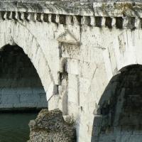 Ponte di Tiberio Rimini particolare - Paperoastro - Rimini (RN)