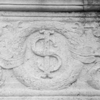 Particolare facciata simbolo Sigismondo - Tempio Malatestiano - Opi1010 - Rimini (RN)