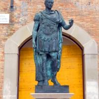 Rimini Statua di Cesare 1 - Paperoastro - Rimini (RN)