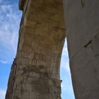 Dettaglio colonna di destra, Arco di Augusto di Rimini - Supermabi - Rimini (RN)