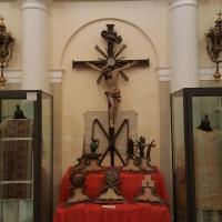 Cripta con Crocifisso e strumenti della Passione - Marco Musmeci - Saludecio (RN)