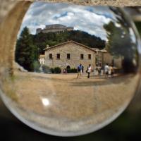 """Palazzo Mediceo """"in vetro"""" all'ombra della Fortezza - Luca Spinelli Cesena - San Leo (RN)"""