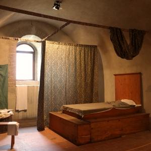 Rocca Malatestiana - Rocca Malatestiana Montefiore Conca - camera costanza ricostruzione storica foto di: Lara Braga - Montefiore Conca