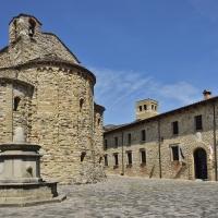 La piazzetta ed il palazzo - Carlo grifone - San Leo (RN)