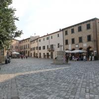 San Leo, piazza Dante Alighieri (03) - Gianni Careddu - San Leo (RN)