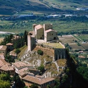 Rocca Malatestiana - Rocca malatestiana di Verucchio dall'alto foto di: |sconosciuto| - IAT VERUCCHIO
