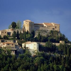 Castello di Montebello - La collina di Montebello foto di: |Autore sconosciuto| - Archivio Provincia di Rimini